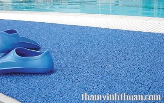 thảm nhựa rối SUREM trải trong hồ bơi